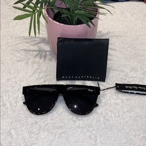 "🌸 Quay Sunnies NWT & Case - ""Last Night"" 🌸"